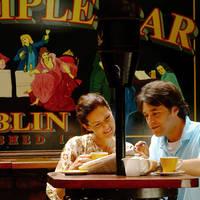 Stel koffiedrinken Temple Bar